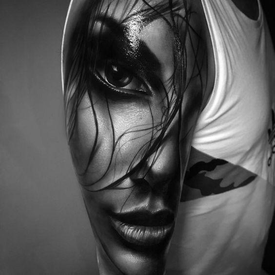 Imagen de un Tatuaje de chica bonita sensual en estilo realista