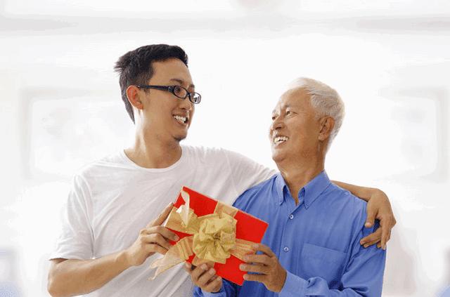 Bí quyết lựa chọn được những món quà ý nghĩa nhất dành tặng bố