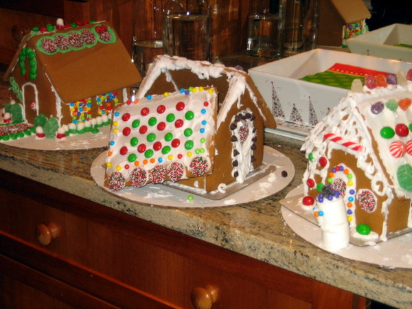 What not to do when decorating gingerbread houses