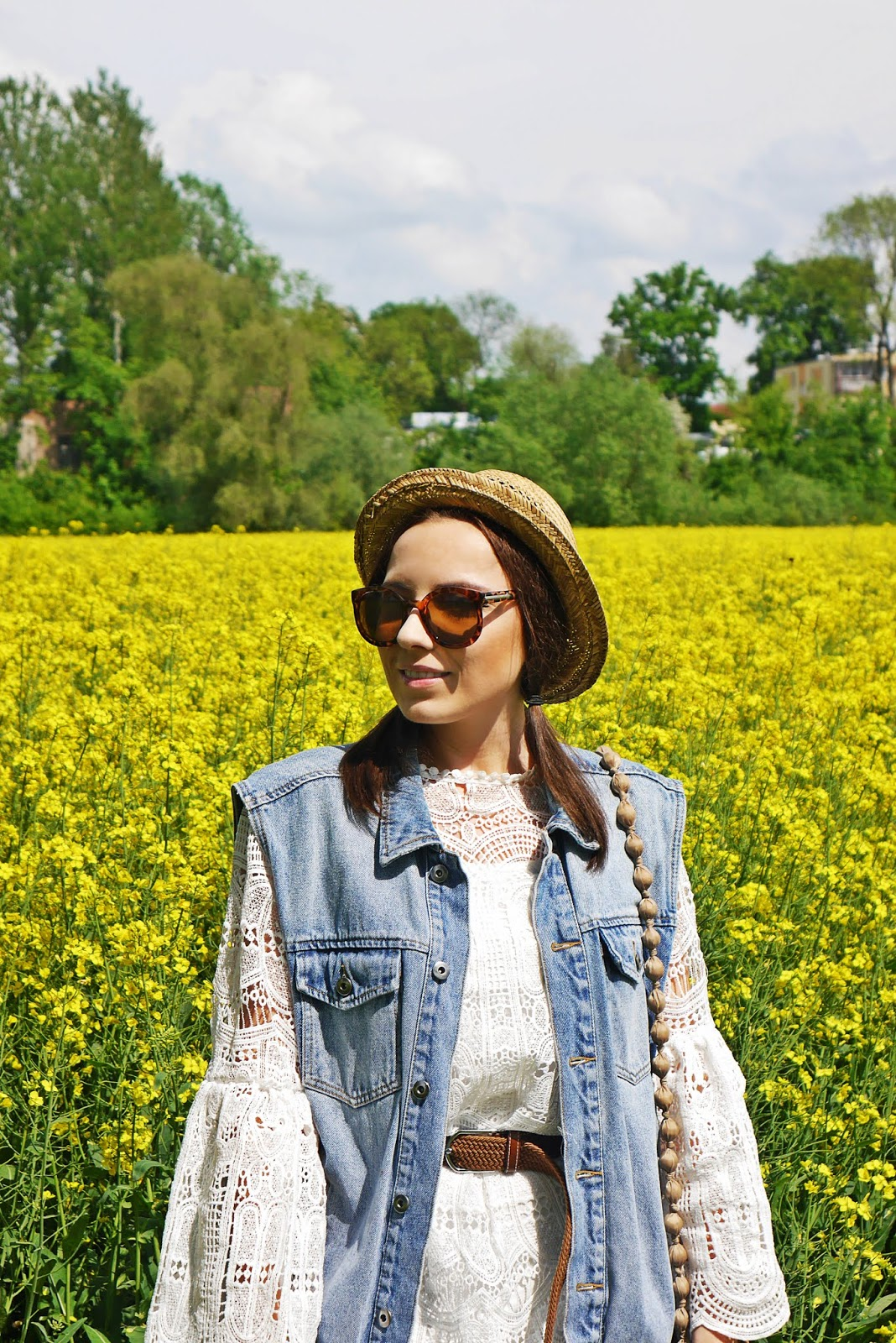 sukienka koronkowa słomkowy kapelusz rzepak karyn blog modowy blogerka modowa