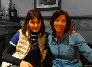 Foto de la alpinista Rosa Fernández con Cotoya Pindia.