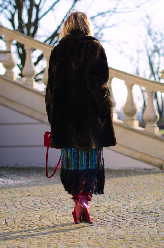 faux fur ; fake fur; boots zara; skirt zara sequins; sztuczne futerko