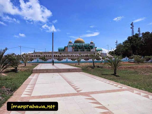 Mesjid Raya Tanjung Uban Dari Taman Makam Pahlawan