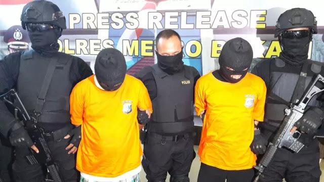 Tanpa Perlawanan, 2 Tersangka Pengeroyok dan Pembakar Pria Mengaku Menyesal