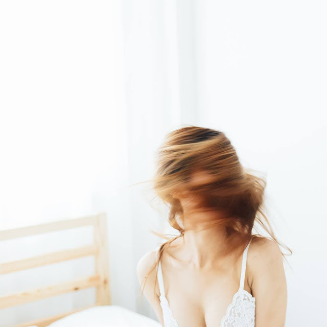 21 ảnh bán nude trong khách sạn với phong cách trong trẻo