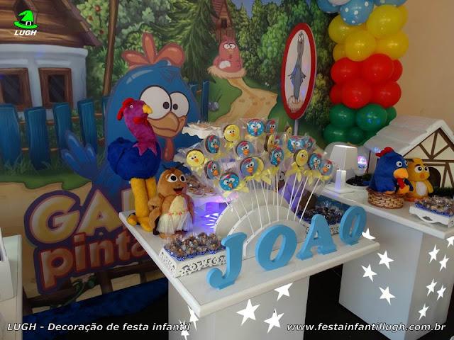 Mesa decorada da Galinha Pintadinha para aniversário infantil