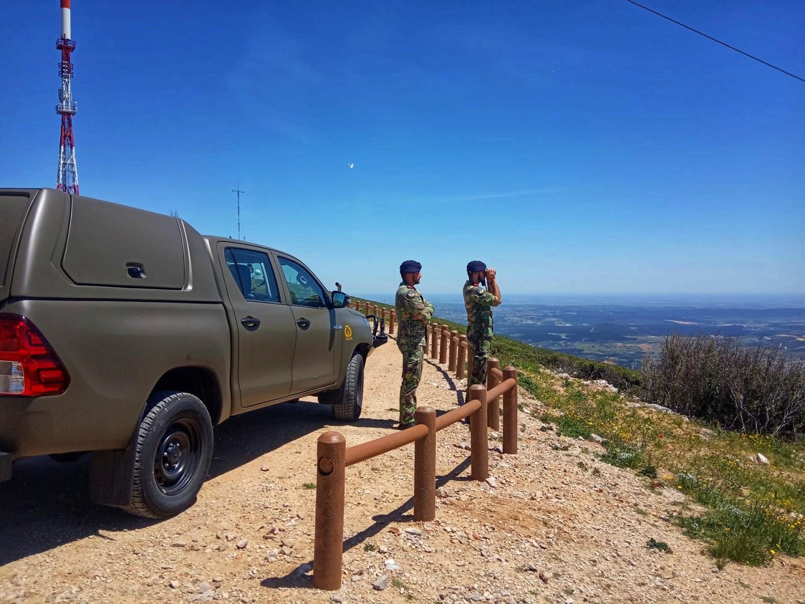 a80aef5ef Fuzileiros de vigia na prevenção de incêndio