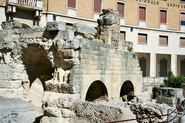 anfiteatro romano, monumento romano, archi