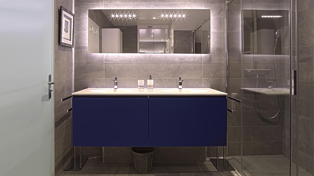 Art thisan salle de bain carrelage gris meuble vasque for Carrelage bleu gris salle de bain