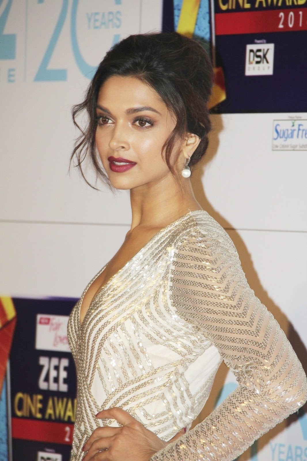 Deepika at zee cine awards