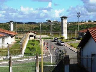 No domingo de carnaval, 17 detentos fogem do Copemcan