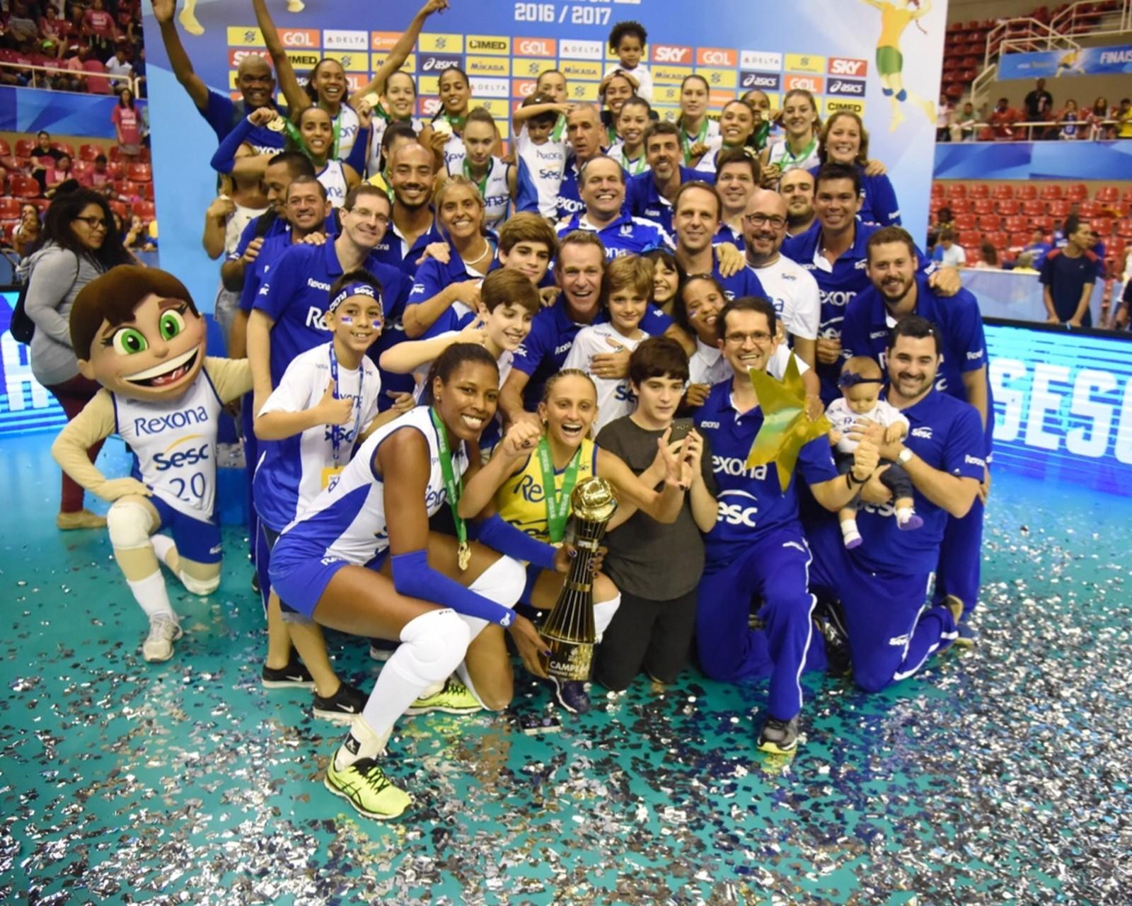 Rio de Janeiro VC Pentacampeão Brasileiro Feminino de Voleibol de 2012 13  2013 14 2014 15 2015 16 2016 17 e1aa048286d5d