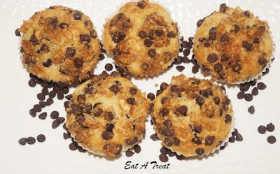 chocolate-muffin-crumble-baking