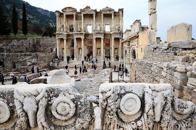 Mengunjungi Museum Celsus Yang Terkenal Di Izmir Turki