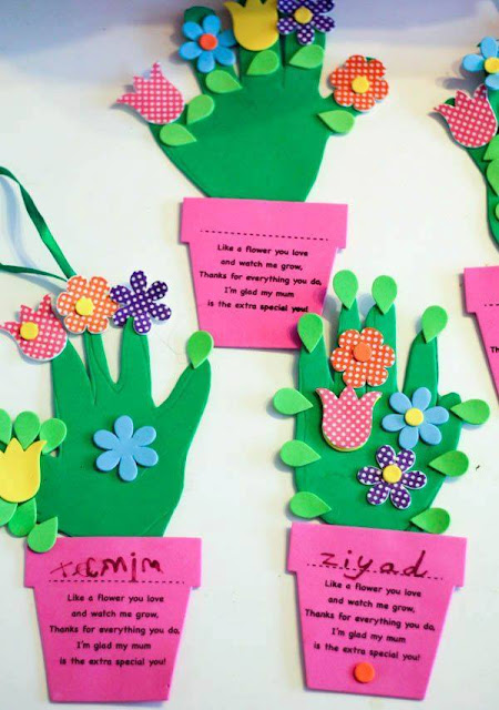 Idea to make flowers from paper handprint for kids 11