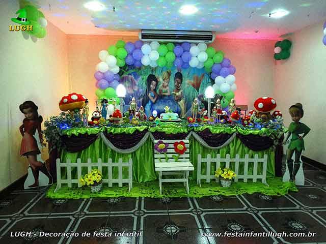 Decoração festa de aniversário infantil Tinker Bell - Sininho em mesa forrado de pano em cetim