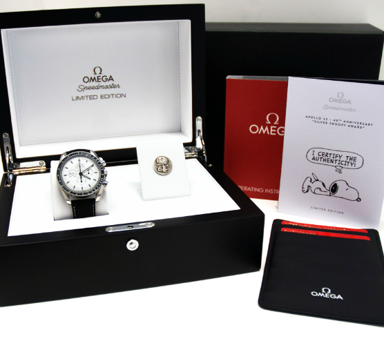 Omega Speedmaster Apollo 13 Silver Snoopy Award 45 Anniversario