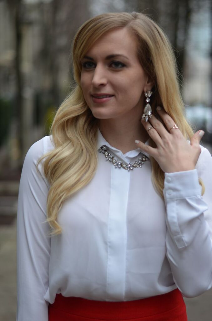 nobis-and-grey-statement-necklace