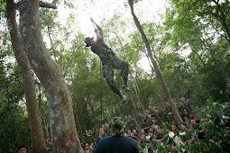 """Berita Militer : US Navy Seals """"Kursus"""" Jebakan Akar Pohon Dari Pasukan Katak"""