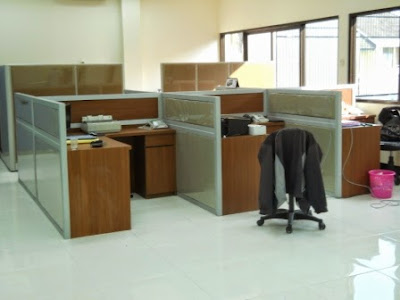 Kontraktor Interior - Cubicle Workstation (Meja + Partisi) Untuk 24 Staff /Person