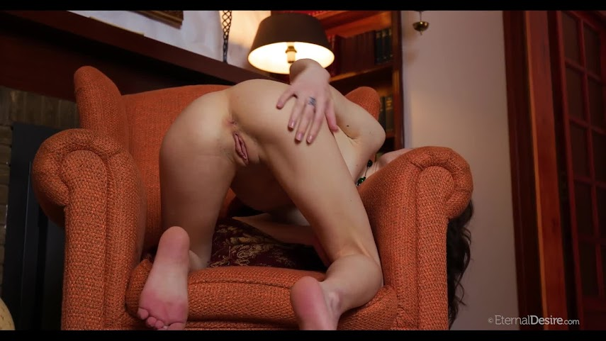 5531165161 [EternalDesire] Debora A - Burning Chair