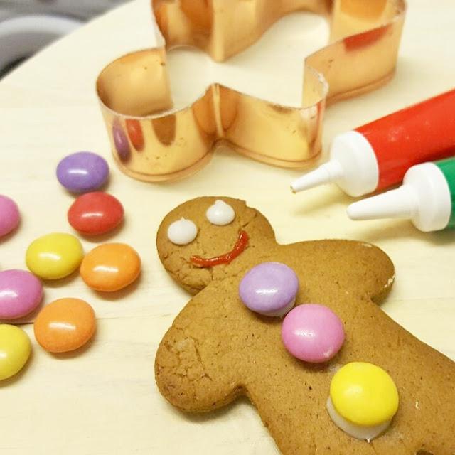 The Clueless Mummy | 20 Christmas Eve Box Ideas on a Budget