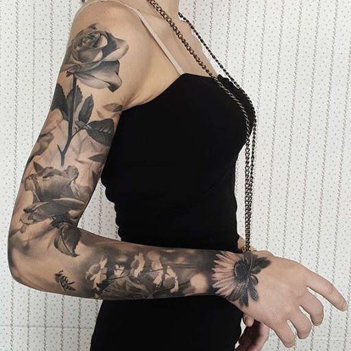 Rosa flor de manga tatuagens para menina