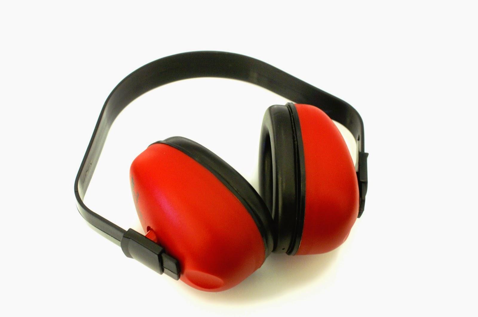 Protetores auditivos  O excesso de ruídos das máquinas deve ser minimizado  com o uso de protetores auditivos, evitando assim danos permanentes à  audição dos ... 14c46fc642