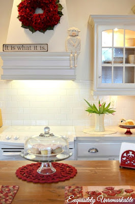 decorating with red in the kitchen