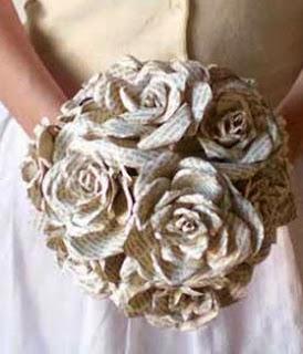 http://bricoblog.eu/ramos-de-rosas-reciclando-papel-de-libros/