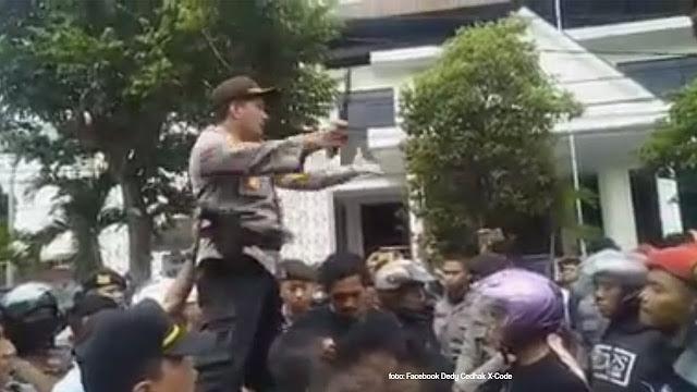 Beredar Video Viral Aksi Kapolresta Yogyakarta Menenangkan Massa