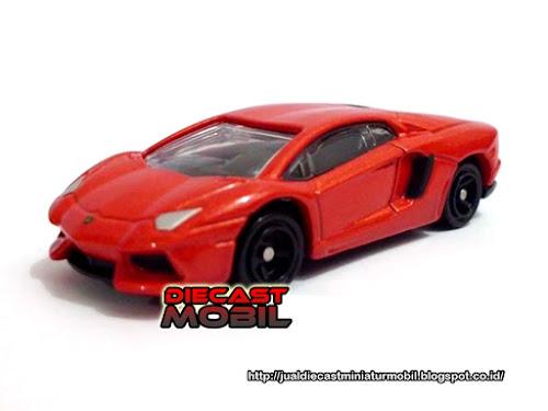 Lamborghini Aventador LP 700 4 Red