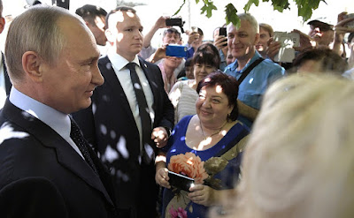 Following the meeting with Lyudmila Alexeyeva, the President spoke briefly with Moscow residents.