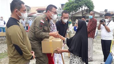 Sisihkan Gaji, KB Satpol PP Bantu Warga Terimbas Pandemi