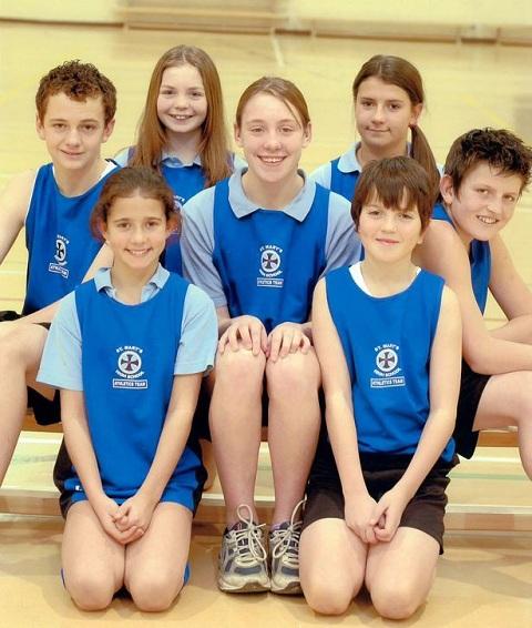 Maguire cùng các thành viên đội tuyển điền kinh của trường khi còn đi học
