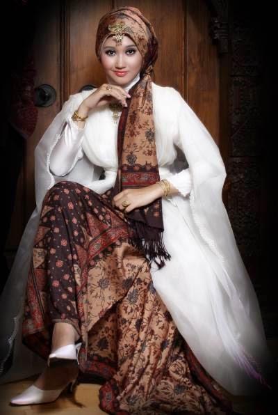 Contoh Model Baju Muslim Batik desainer dian pelangi
