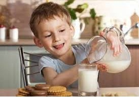 Bahaya Kelebihan Konsumsi Susu pada Anak