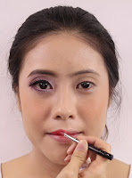 Apply a romantic and sweet looking lip colour.