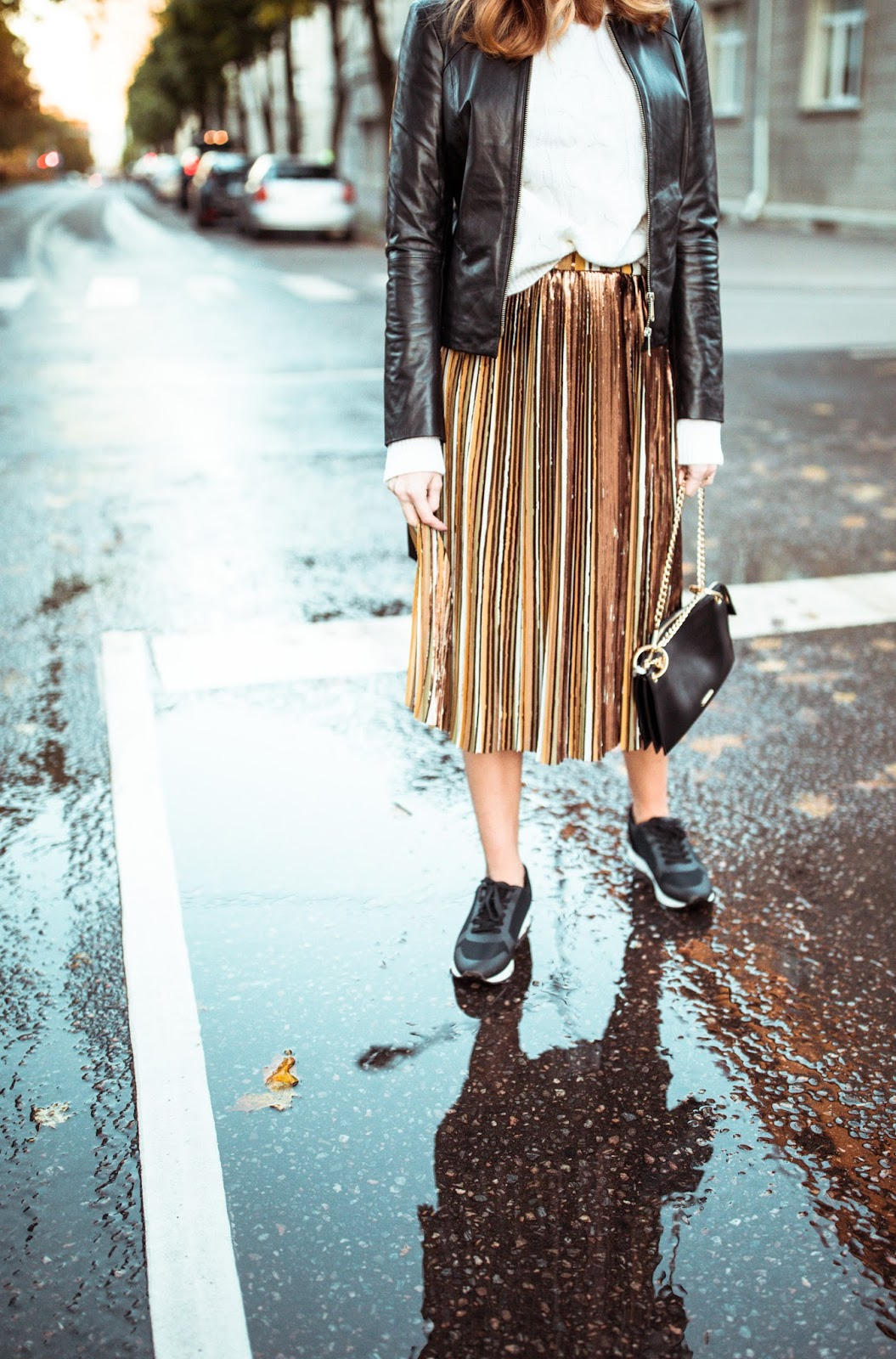gold striped max co pleated skirt outfit