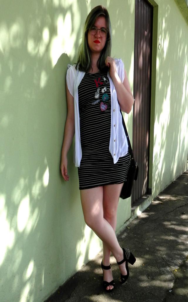 Look: Vestido justo com sobreposição