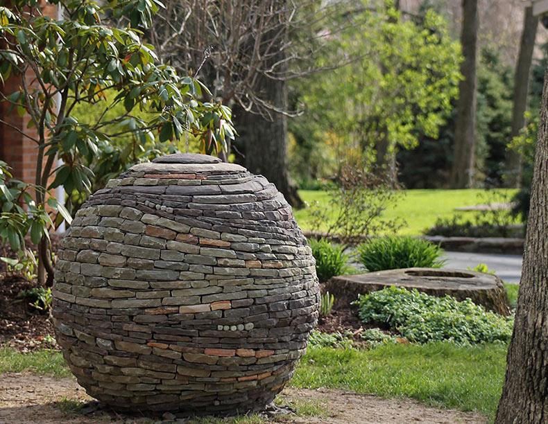 Las sorprendentes esferas de piedra de Devin Devine