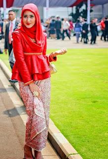 Desain Model Kebaya Hijab Dian Pelangi