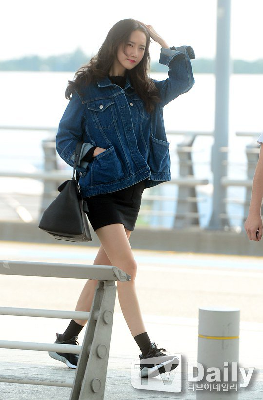 Snsd Yoona Charms In Her Comfy Airport Fashion Daily K Pop News