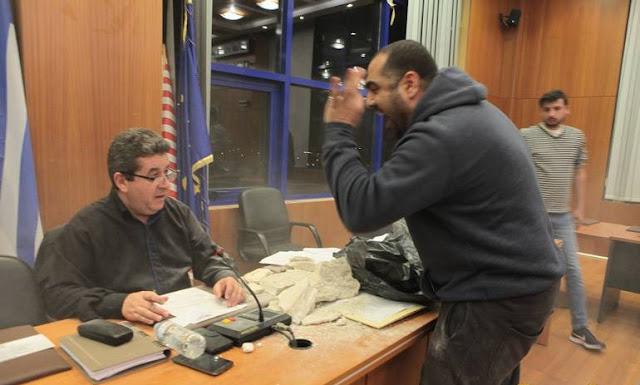 Ένταση και Μπάζα στο Δημοτικό Συμβούλιο Αχαρνών. Απουσίαζαν δημοτικοί σύμβουλοι που διεκδικούν την ψήφο των δημοτών (photos & videos)
