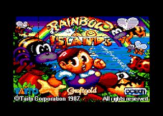 """Captura de la pantalla de carga de Rainbow Islands para el ordenador doméstico Amstrad CPC. Se muestra a uno de los niños rodeados de vistosos """"bichitos"""" del juego"""