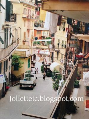 Manarola in Cinque Terre, Italy 2004 http://jollettetc.blogspot.com