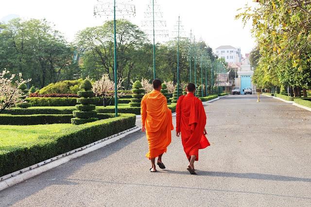 Monks, Phnom Penh, Cambodia - travel blog