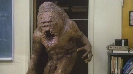 El monstruo del armario, 2