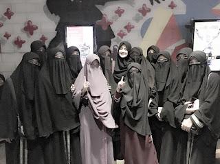 inilah pakaian muslimah syar'i