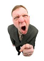 Bağırıp çağıran kızgın ve sinirli patron